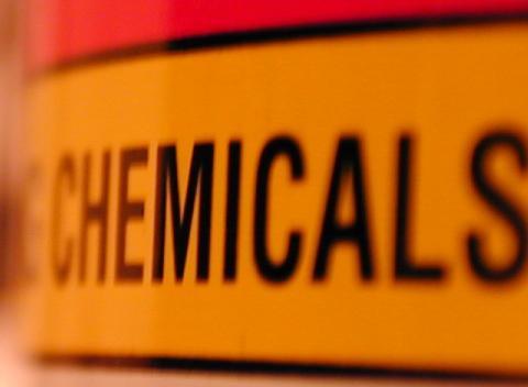 Regolamento Reach: entro maggio 2018 la registrazione delle sostanze chimiche